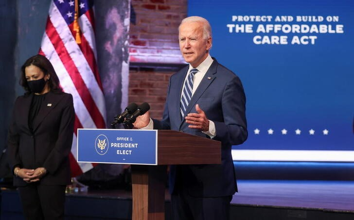 U.S. President-elect Joe Biden talks about protecting the Affordable Care Act (ACA) with Vice President-elect Kamala Harris at this side in Wilmington, Delaware, U.S., November 10, 2020. REUTERS/Jonathan Ernst